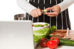navigate your screen without touching your screen while cooking