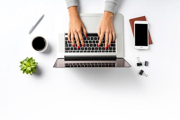 girl working on mac